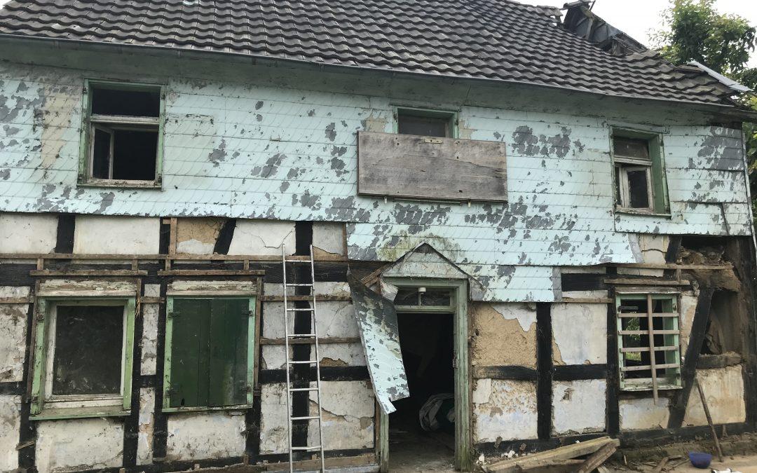 16. Juni 2018 – Das Vordach ist abmontiert und soll restauriert werden